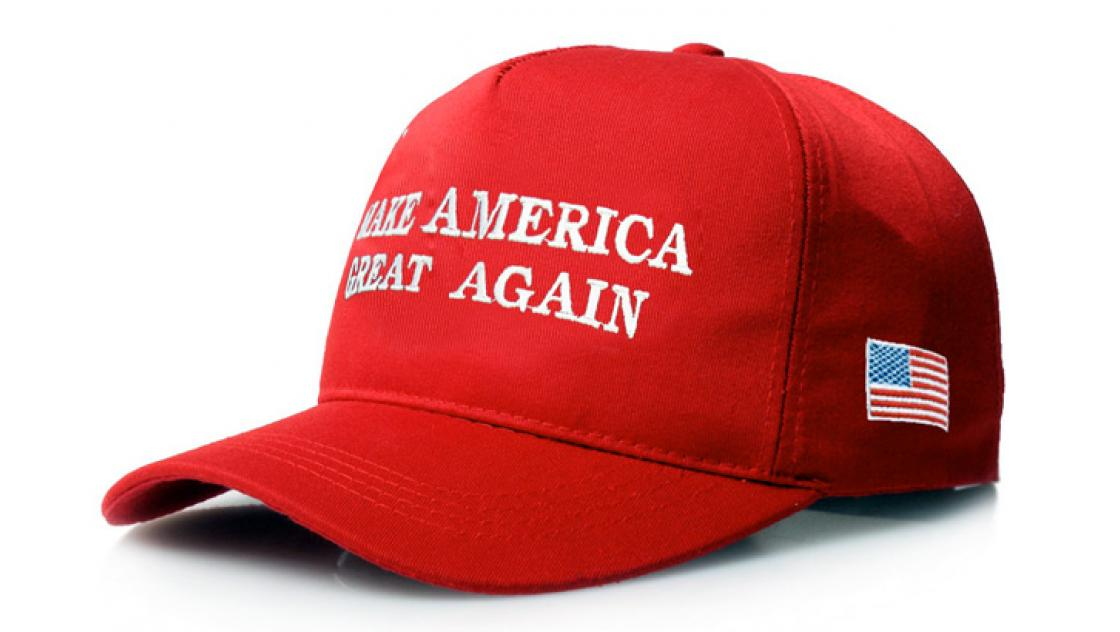 "Rote Baseballcap mit dem Aufdruck ""Make America great again"""